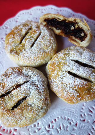 Gluten-free, dairy-free mince pies. Made with Silly Yak puff pastry. Filled with organic mincemeat mixed with Jamaica Rum and grated Bramley apple. All ingredients gluten free. Can be delivered by post in the UK, delivery by hand available in London