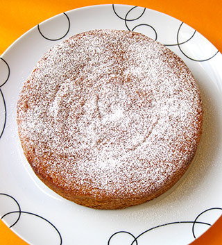 Gluten free sugar free and sugar light cakes, made with organic ingredients. Shown here is my flour-free Honey & Orange Cake, made with organic ground almonds and oranges, and lightly sweetened with organic honey. Other sugarfree and sugarlight cakes are available. All glutenfree